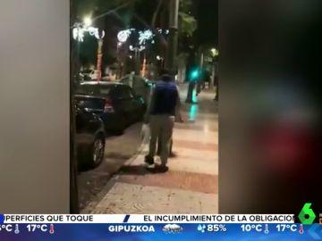 Un 'gorrilla' destroza el coche de una mujer que se niega a pagarle una propina en Aguadulce, Almería