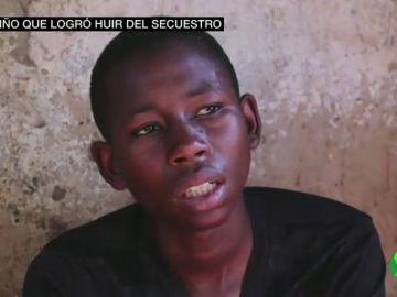 """Habla uno de los niños que logró huir del secuestro en un colegio de Nigeria: """"Sacaron un cuchillo para matarme"""""""