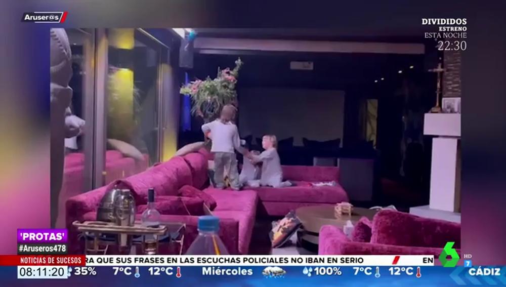 """Las divertidas imágenes de los hijos de Sergio Ramos liándola """"un domingo cualquiera"""" en casa"""