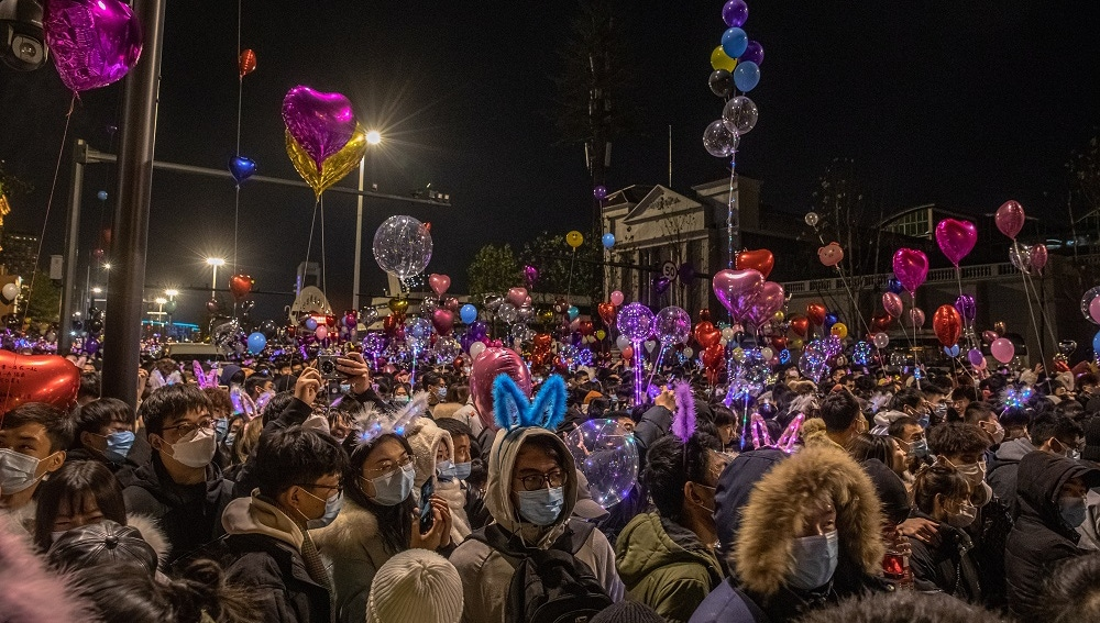 Wuhan repleta de gente para celebrar el Año Nuevo