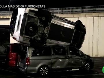 Imagen de los destrozos en una planta de Mercedes de Vitoria