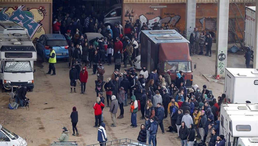 Dos detenidos y cinco investigados por organizar la 'rave' ilegal de Llinars del Vallès (Barcelona)