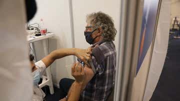 Israel lidera la carrera mundial de la vacunación