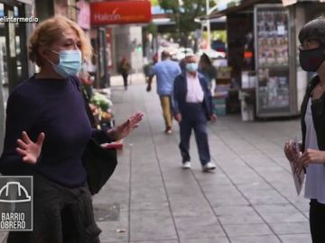 Una vecina de un barrio obrero se emociona al explicar que está sin empleo por culpa del COVID