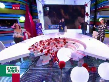 Renata Zanchi revoluciona el plató al ritmo de 'El tiburón': así lo dan todo los zapeadores en directo