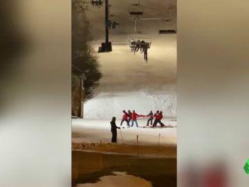 Las imágenes de un agónico rescate en una estación de esquí de Nueva York
