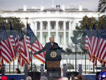 Donald Trump, en un discurso frente a la Casa Blanca en el que ha pedido a los estadounidenses que rechacen los resultados electorales
