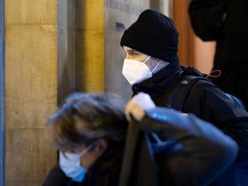 El antiguo etarra Josu Ternera abandona un juzgado de París