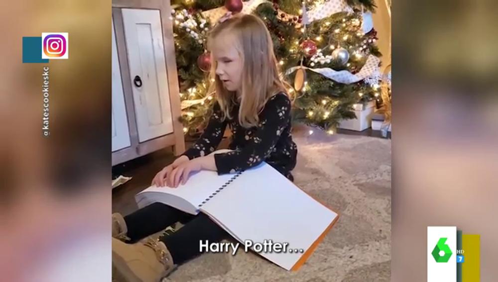 La emoción de una niña invidente al poder cumplir su sueño de leer 'Harry Potter' gracias a los Reyes Magos