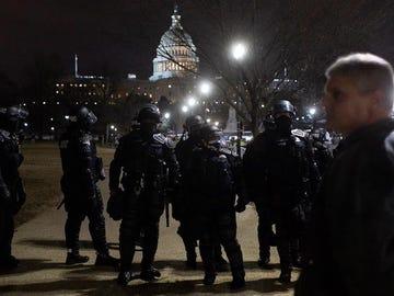 Las fuerzas de seguridad frente al Capitolio