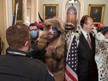 Montaje de Yellowstone Wolf junto al rey Juan Carlos