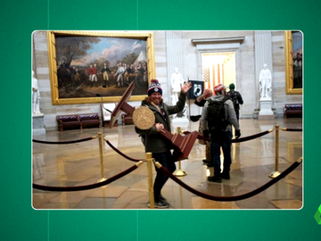 El verdadero motivo de la felicidad de este trumpista: esto es lo que había detrás la imagen más viral del asalto al Capitolio