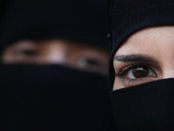 Dos mujeres con un hiyab