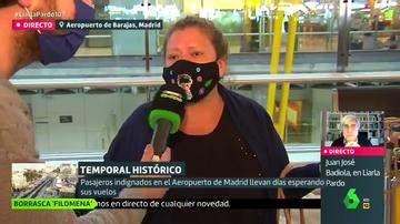 """Indignación entre los pasajeros atrapados en Barajas sin comida ni mascarillas: """"Nos tratan como si pidiésemos limosna"""""""