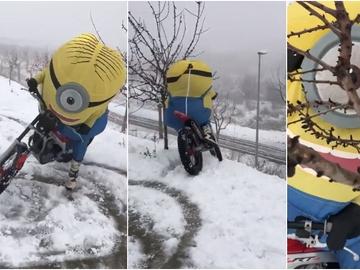 Alex Márquez vestido de Minion en una moto de trial