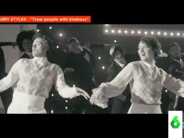 Harry Styles y Phoebe Waller-Bridge el increíble videoclip de 'Treat People with Kindness',