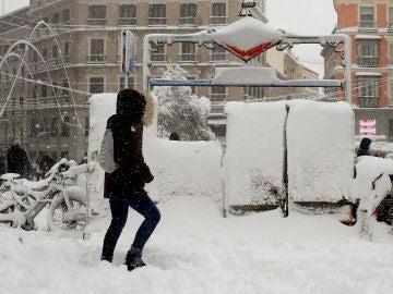 """Consejos para evitar caídas en la nieve: """"Hay que caminar como un pingüino"""", recomiendan los expertos"""