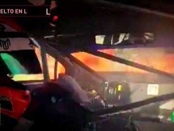 Un coche empieza a arder en plena carrera del campeonato argentino Súper TC2000