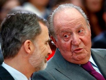 El rey emérito, junto a Felipe VI en una ceremonia de entrega de los Premios Nacionales del Deporte.