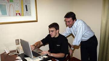 Fernando Alonso, junto a Adrián Campos
