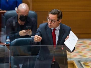 El diputado del Partido Popular, Alfonso Serrano Sánchez-Capuchino en una sesión en octubre