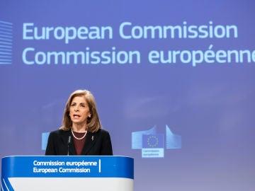 La comisaria de Salud de la UE,  Stella Kyriakides, en una rueda de prensa sobre la vacuna de AstraZeneca