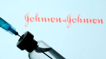 Un vial de la vacuna de Johnson & Johnson