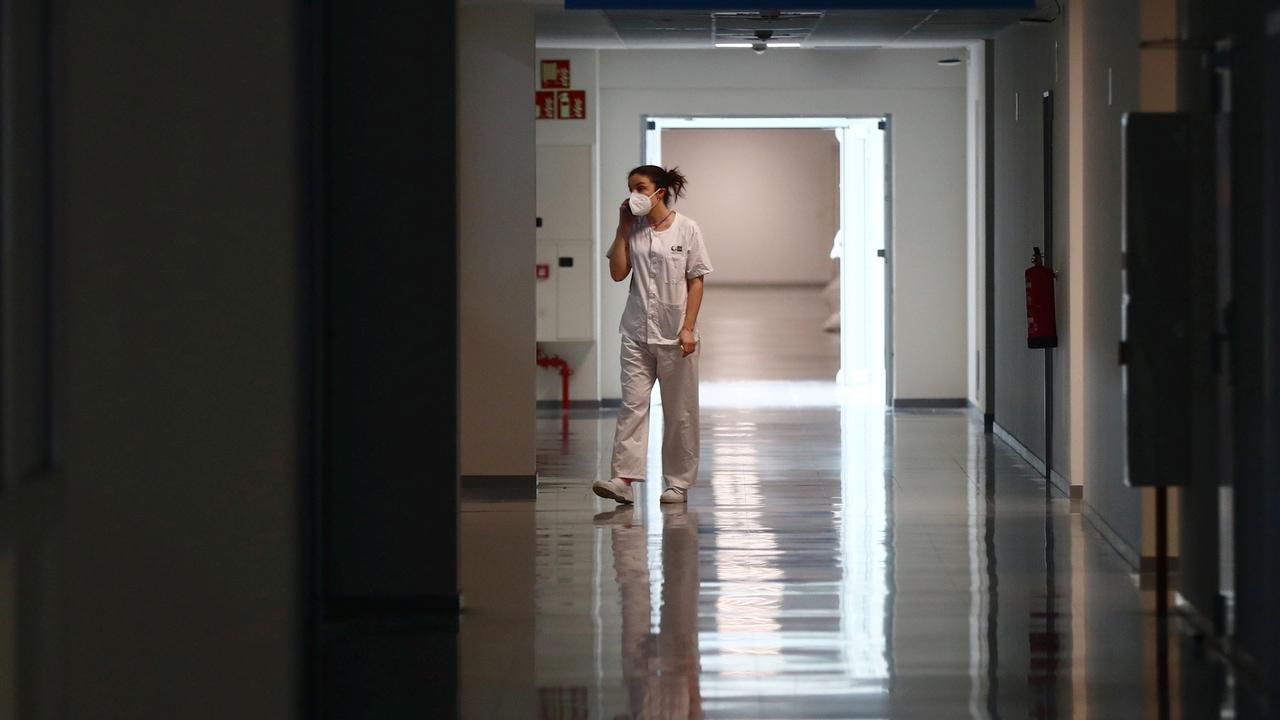 Una trabajadora del Hospital Zendal, en mitad de su jornada
