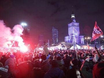 Imagen de una multitudinaria protesta en Polonia contra la ilegalización del aborto