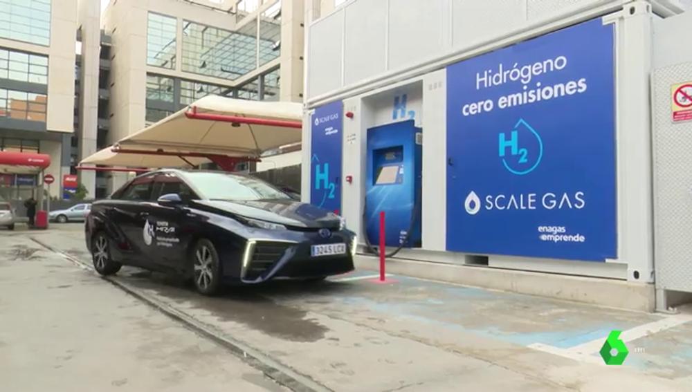 Imagen de la primera hidrogenera inaugurada en España para coches eléctricos