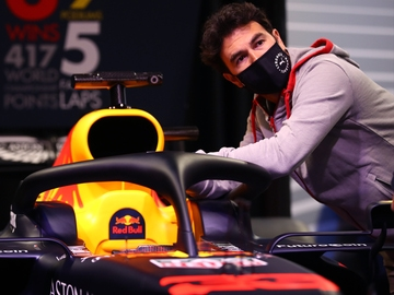 Sergio Pérez, con el Red Bull