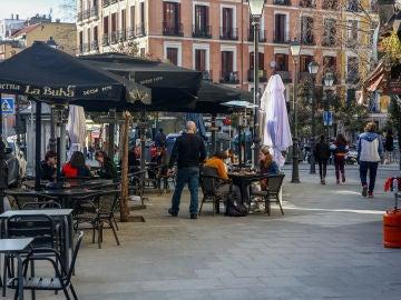 Terraza de un restaurante en el distrito de La Latina en Madrid (España), a 1 de febrero de 2021