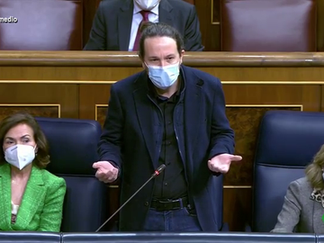 """""""¿Pero qué hace señoría?"""": la indignación de Pablo Iglesias con los gestos de García Egea durante su intervención"""