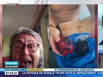 La reacción de una valenciana al ver cómo hacen una paella con zanahoria y pimiento morrón