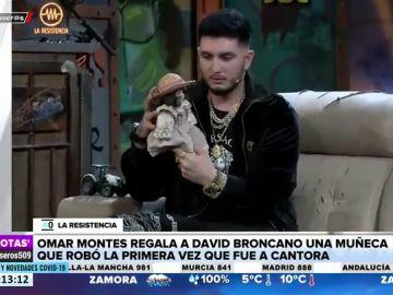 Omar Montes sorprende a Broncano con una muñeca que robó en Cantora, la casa de Isabel Pantoja