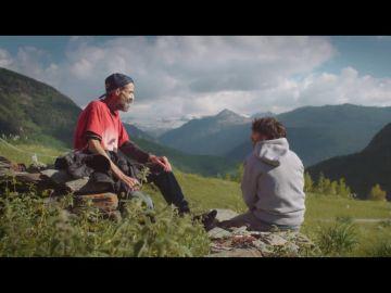 El emocionante momento en el que Pau Donés canta 'El sitio de mi recreo' a Jordi Évole en el Valle de Arán