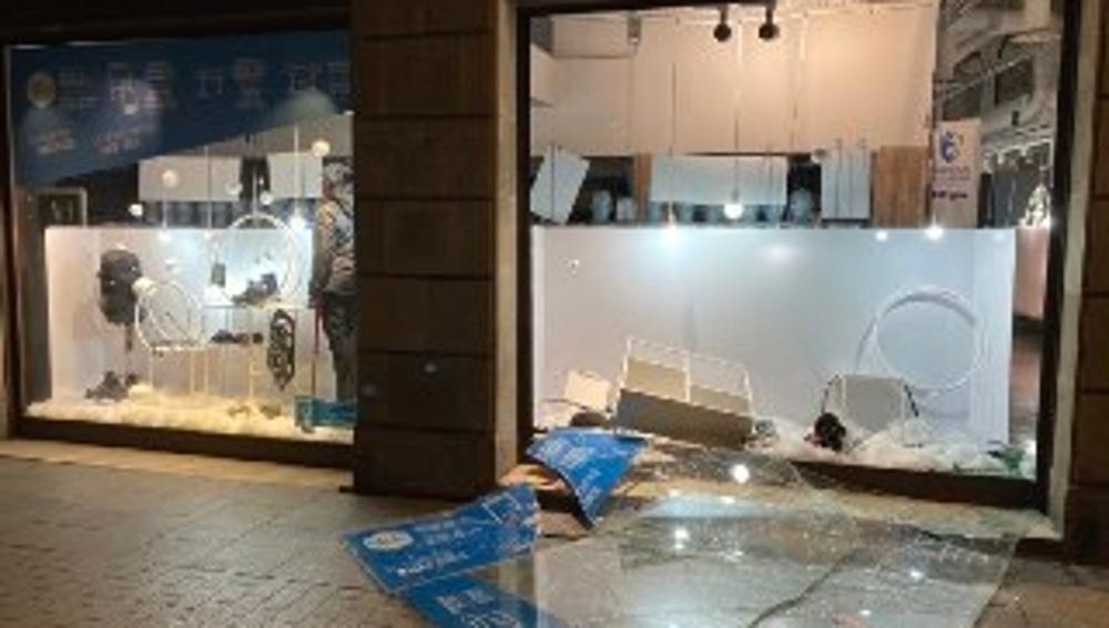 Imagen de una tienda de Barcelona tras los saqueos