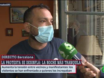 Mateo, el vecino que ha mostrado su indignación antes los altercados en Barcelona