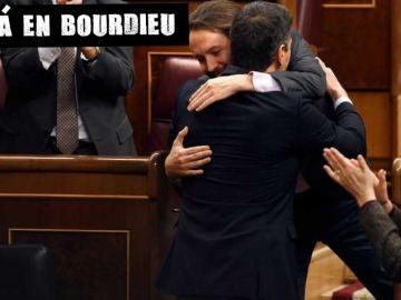 Abrazo de Pablo Iglesias y Pedro Sánchez en el Congreso