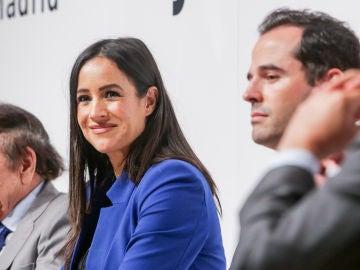 La vicealcaldesa de Madrid, Begoña Villacís y el vicepresidente de la Comunidad de Madrid, Ignacio Aguado, en una mesa redonda