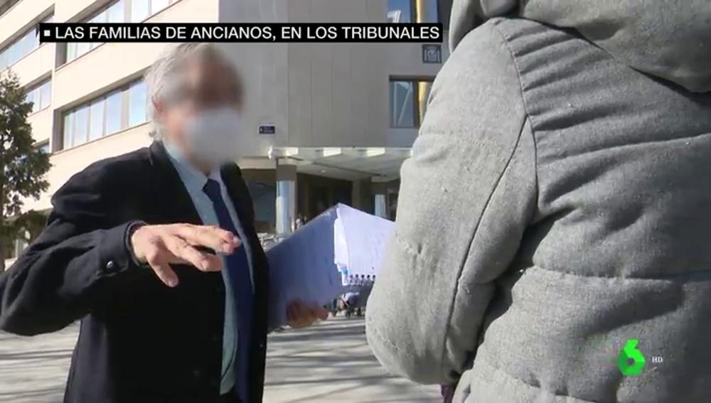 """Los duros testimonios de los familiares de ancianos fallecidos durante la primera ola en residencias madrileñas: """"Me dijo 'hijo, me muero'"""""""