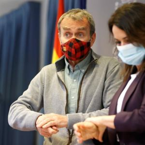La secretaria de Estado de Sanidad, Silvia Calzón y el director del Centro de Coordinación de Alertas y Emergencias Sanitarias, Fernando Simón.
