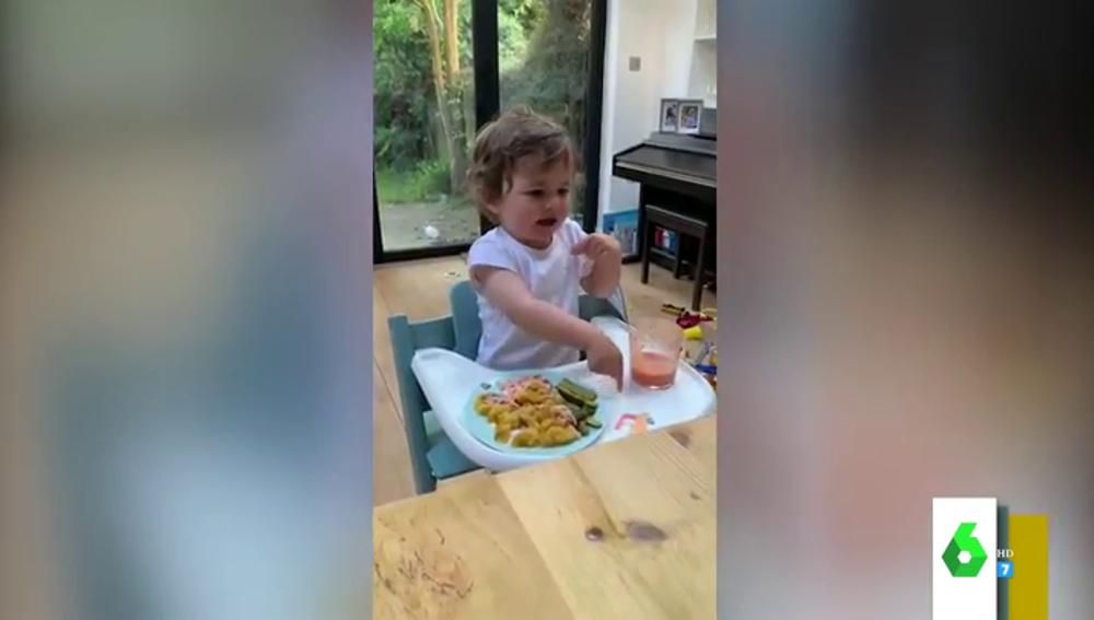 El simpático vídeo viral de un niño tiene muy claro lo que quiere comer