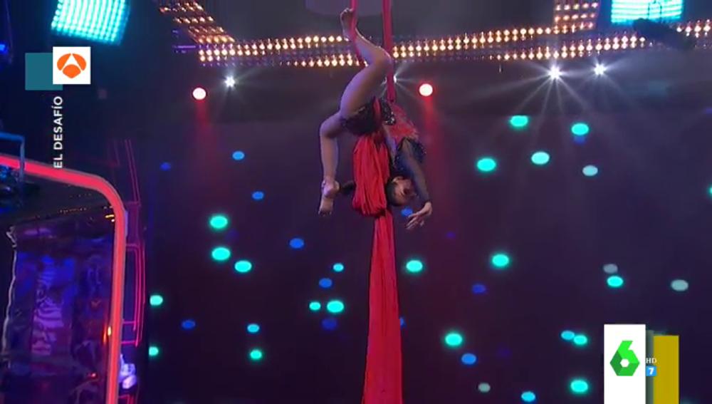 Así arranca la espectacular actuación de Cristina Pedroche por los aires al ritmo de Miley Cyrus en 'El Desafío'