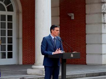 El presidente del Gobierno, Pedro Sánchez comparece tras participar en la reunión telemática del Consejo Europeo extraordinario, en el Palacio de la Moncloa