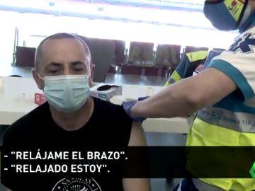 """Policía del Atleti vacunado en el Wanda: """"Esto va por mi madre"""""""