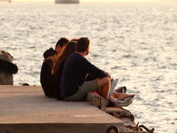 Imagen de archivo de un grupo de jóvenes