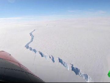 Un iceberg se desprende de la Antártida: es una placa de hielo que duplica el tamaño de Menorca