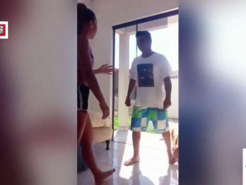 El escalofriante vídeo en el que un hombre entra a casa de una joven: