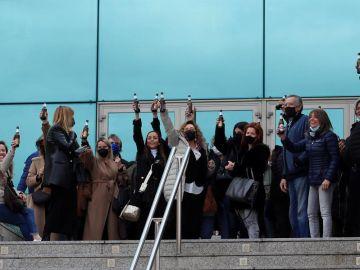 Amigos y familiares brindan como último homenaje a Quique San Francisco